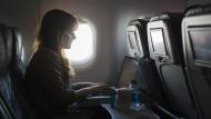 Dem Urteil zufolge muss man während der Reise nicht einmal arbeiten, um sich den Reiseweg als Arbeitszeit vergüten lassen zu können.