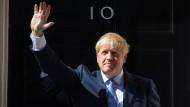 Boris Johnson, britischer Premierminister, vor der Downing Street 10