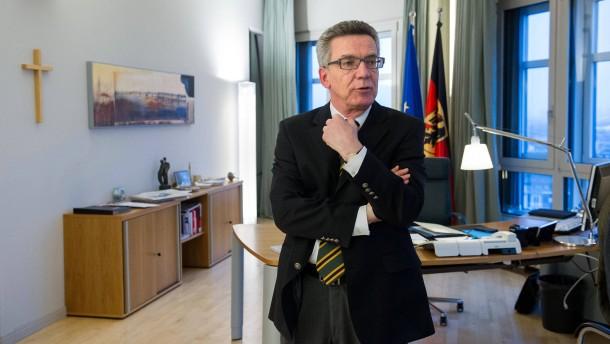 Thomas de Maizière (CDU) - Der Bundesinneminister spricht in seinem Berliner Amtssitz mit Jasper von Altenbockum.