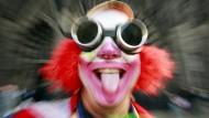 Geschminkt und mit Brille: Wie vermummt dürfen Jecken sein?