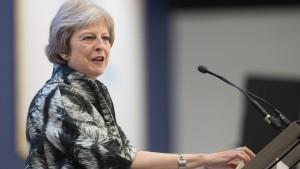 May kommt Brexit-Hardlinern entgegen