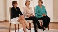 Annegret Kramp-Karrenbauer, Ursula von der Leyen und Angela Merkel bei der Ernennung von Kramp-Karrenbauer zur neuen Verteidigungsministerin.
