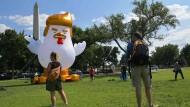 """""""Trump-Huhn"""" vor dem Weißen Haus"""