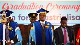 Mugabe tritt zum ersten Mal wieder öffentlich auf