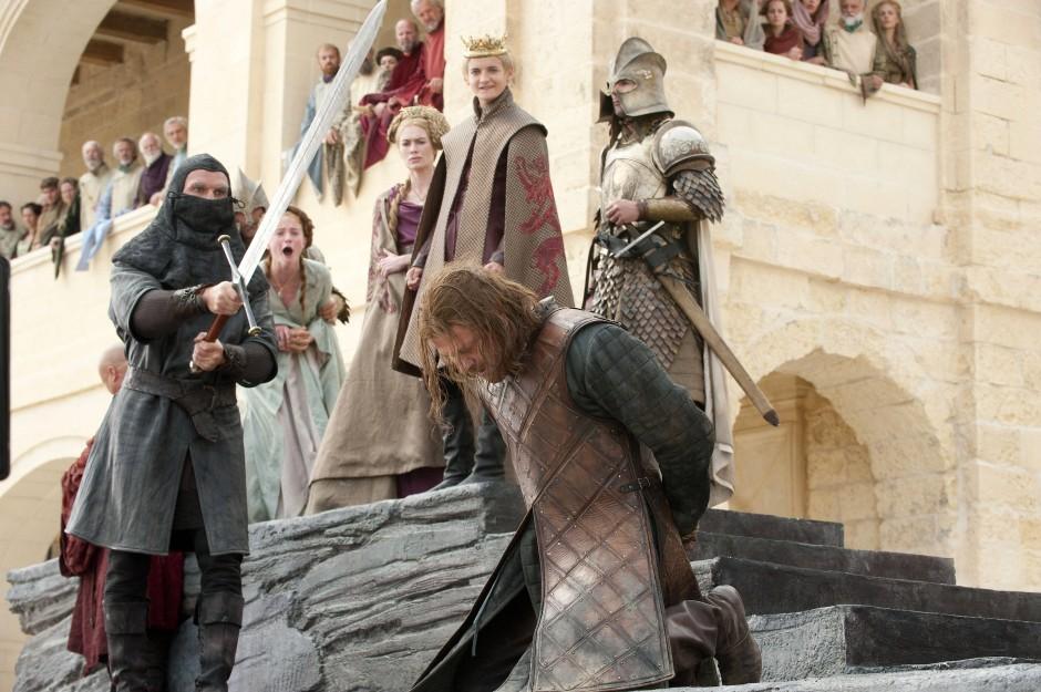 Joffrey Baratheon lässt in der ersten Staffel den Serienliebling Eddard Stark hinrichten – dessen Tochter Sansa muss zusehen.