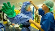 Verteidigungsministerium sichert Rücktransport von Ebola-Patienten zu