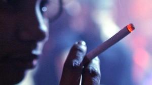 In Disco-Raucherräumen darf ausgeschenkt werden