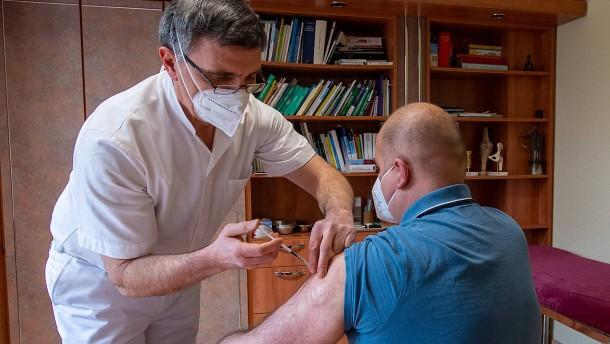 Kassenärzte fordern rechtliche Absicherung bei Astra-Zeneca-Impfungen