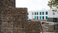 Neuperlach baut Mauer um Flüchtlingsheim