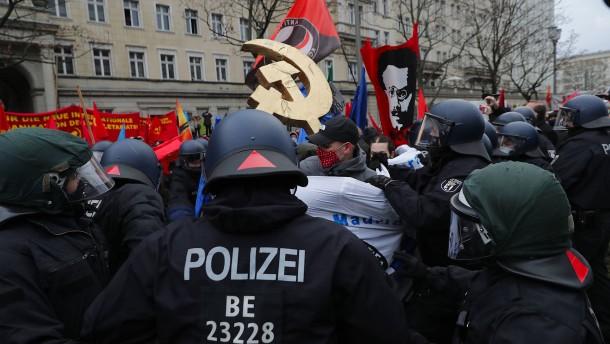 Rangeleien mit Polizei vor linksradikalem Protest
