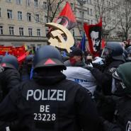 Linke Demonstranten am Sonntag in Berlin
