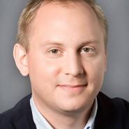 """Justus Bender - Portraitaufnahme für das Blaue Buch """"Die Redaktion stellt sich vor"""" der Frankfurter Allgemeinen Zeitung."""
