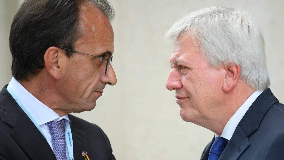 Sehen sich Kritik ausgesetzt: Finanzminister Michael Boddenberg (CDU) und Ministerpräsident Volker Bouffier (CDU)