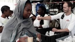 """Erste Flüchtlinge der """"Aquarius"""" erreichen Valencia"""