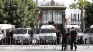 Soldaten am 27. Juli vor dem Parlament in Tunis