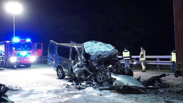 Fünf Tote nach schwerem Unfall auf der A1