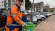 Seit 31 Jahren für die Stadtreinigung im Einsatz: Marcel Pütz