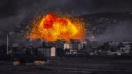 Eine Explosion über Kobane am Montag