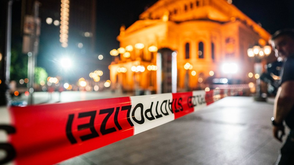 Gesperrt: Frankfurter Opernplatz Ende Juli in Folge der Krawalle aus dem Vortagen