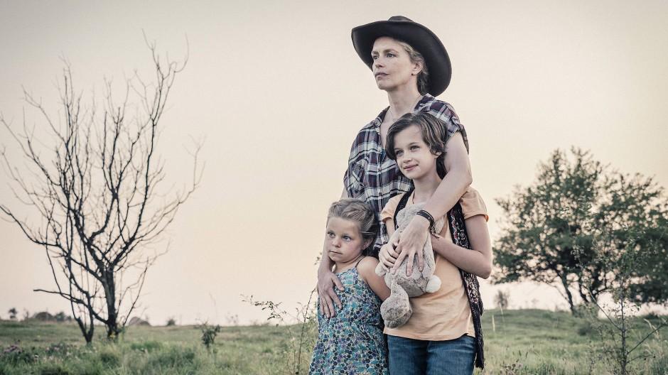 Drei gegen alle: Nina Hoss (Mitte) und Ziehkinder