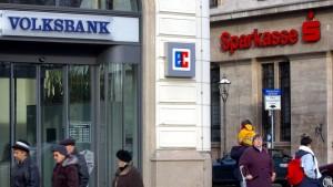 Brüssel schont Sparkassen und Volksbanken