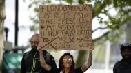 Demonstration gegen die Corona-Beschränkungen in der Nähe des Hauptquartiers von Scotland Yard in London
