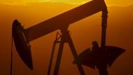 Saudi-Arabien senkt die Ölpreise auf ein VIerjahrestief