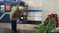 """Trauer um die Opfer des Sprengstoffanschlags in der St. Petersburger U-Bahn-Station """"Technologisches Institut"""""""