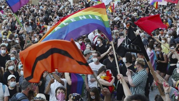 Tausende demonstrieren gegen Festnahmen von LGBT-Aktivisten