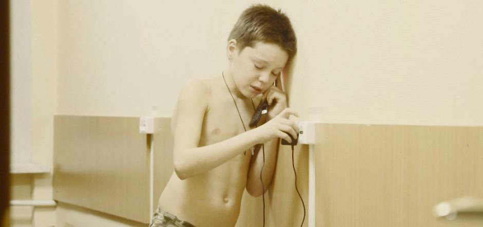 Ein paar Minuten Kind sein: Ein Kadett telefoniert mit Angehörigen.
