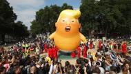 Trump-Baby über London: Aktivisten lassen einen Ballon in der Nähe des britischen Parlaments in die Luft steigen.