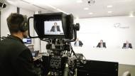 Wie im Nachrichtenstudio: Die Hauptversammlung der Fraport AG in Zeiten von Corona