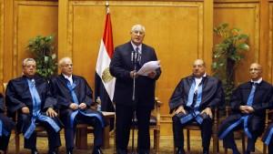 Mansur als Interimspräsident vereidigt