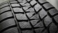 Auf das richtige Profil kommt es an: Besonders im Winter ist ein guter Reifen wichtig.