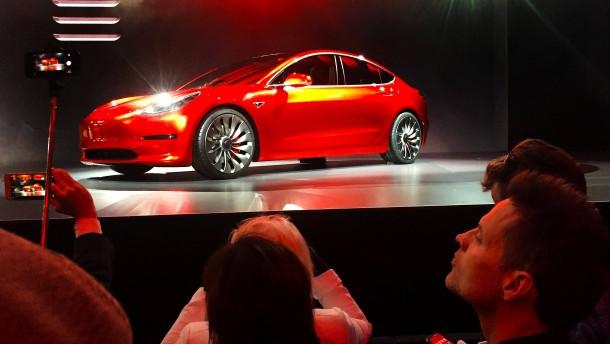 Tesla legt bei Model 3 Produktionspause ein