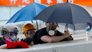 Mit Tränengas gegen die Demonstranten