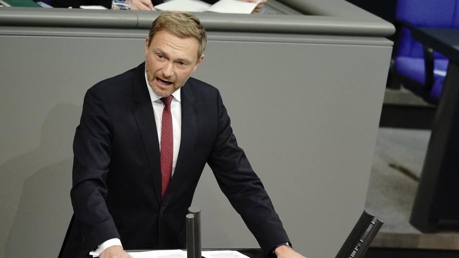 Die Regierung regiere am Parlament vorbei, kritisiert Christian Lindner.