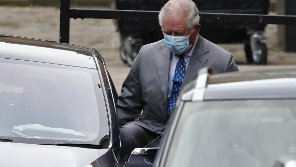 Prinz Charles besucht Vater Philip im Krankenhaus