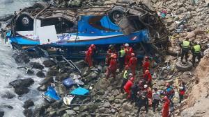 Bus stürzt 100 Meter in die Tiefe – 48 Tote
