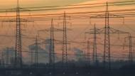 Kein Strom wegen Cyberangriffen? Die kommunalen Stromversorger sind in Sorge.