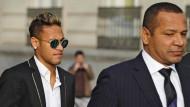 Neymár von Ermittlungsrichter verhört