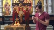 "Youtube Vlogger Ruslan Sokolovsky spielt Pokémon GO in der ""Kathedrale auf dem Blut"""