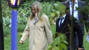 Carrie Fishers Asche in riesiger Prozac-Pille beigesetzt