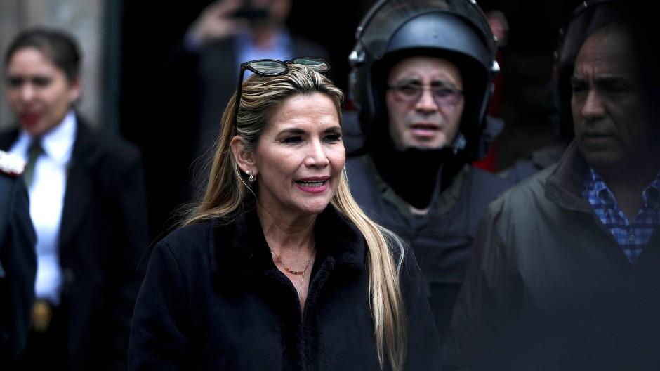 """Als Mitglied der konservativen """"Christlich Demokratischen Partei"""" wurde Jeanine Áñez 2010 in den Senat gewählt."""