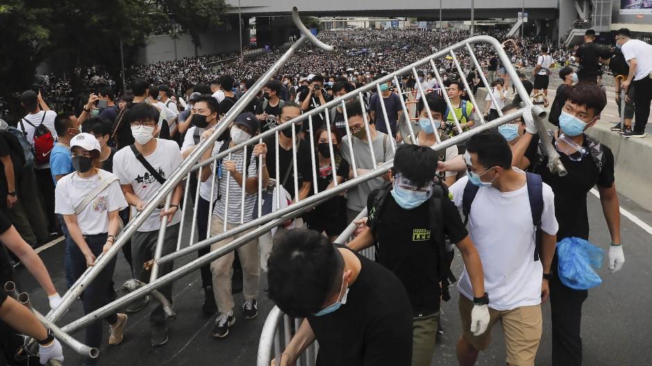Auch am Mittwoch gingen wieder zehntausende Demonstranten in Hongkong auf die Straße.
