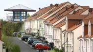 Mein Auto, mein Häuschen: Beschauliche Mittelschichtssiedlung in Bad Vilbel