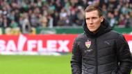 VfB-Trainer Hannes Wolf: Vor dem Spiel gegen den FC Bayern München plagen ihn große Personalsorgen.