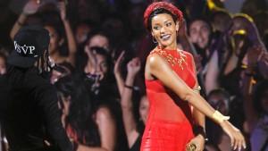 Teenieband stiehlt Rihanna die Show