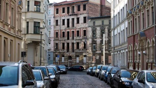 Unsanierte Altbauten - Halle-Neustadt hat eine große Zahl von schönen, aber unsanierten Altbauten im Stadtbild