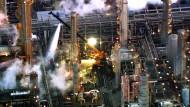 Feuer auf Raffinerie